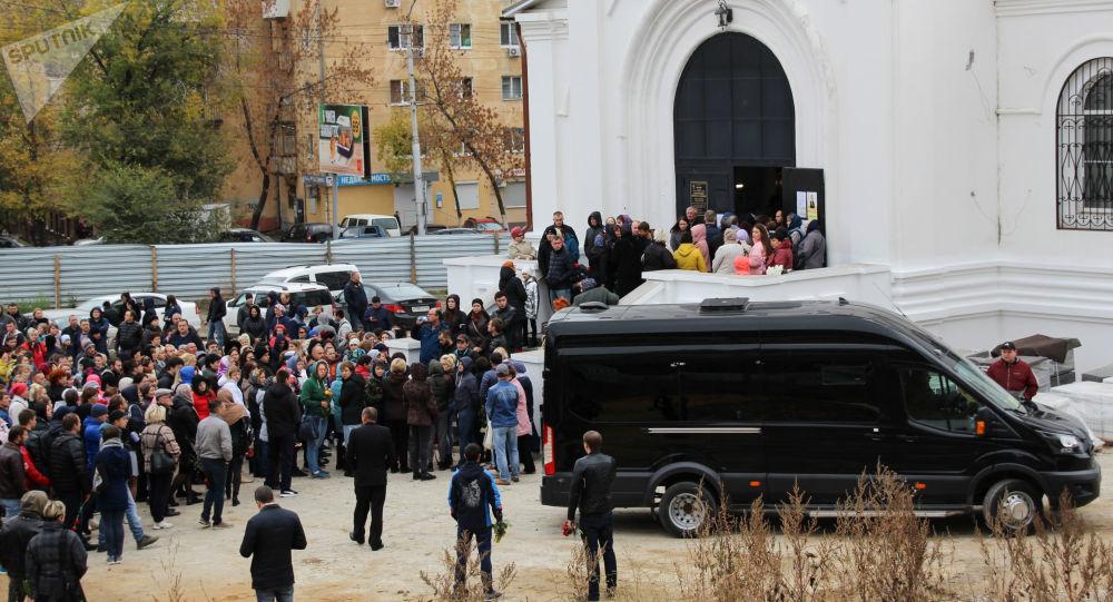 В Саратове простились с 9-летней убитой Лизой, - информагентство «Версия - Саратов»