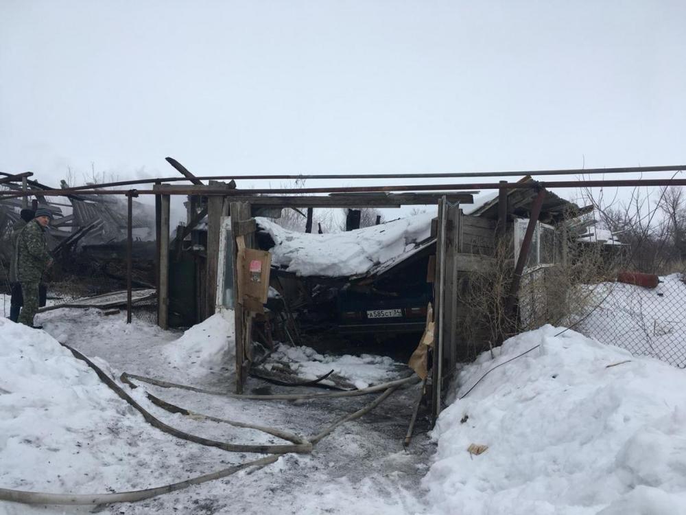 В селе Саломатино Камышинского района заживо сгорели 9-летняя девочка и ее отчим