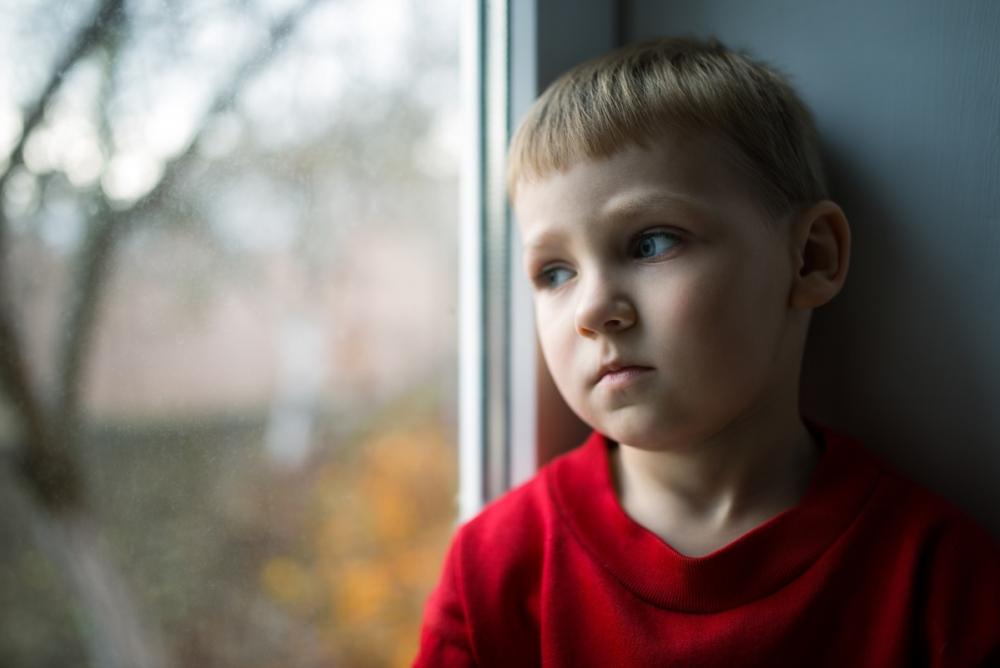 Чиновника наказали за подделанные протоколы о том, будто его подчиненные «неистово» наносят визиты в семьи детей-сирот