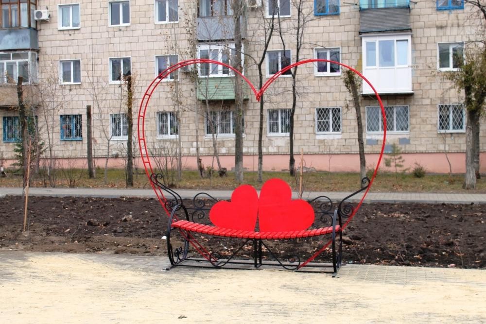 Камышане обсуждают в соцсетях появившуюся на Аллее любви на улице Терешковой «скамейку примирения»