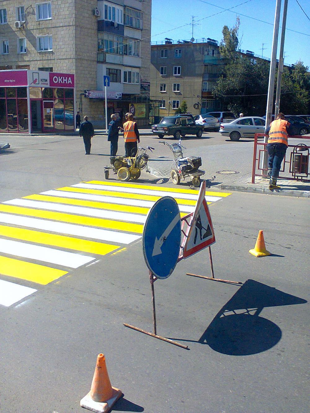 В Камышине на улице Ленина, где вчера сбили велосипедиста, срочно нанесли дорожную разметку