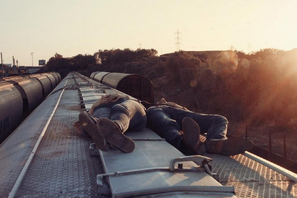 17-летнего и 18-летнего экстремалов сняли с крыши товарняка