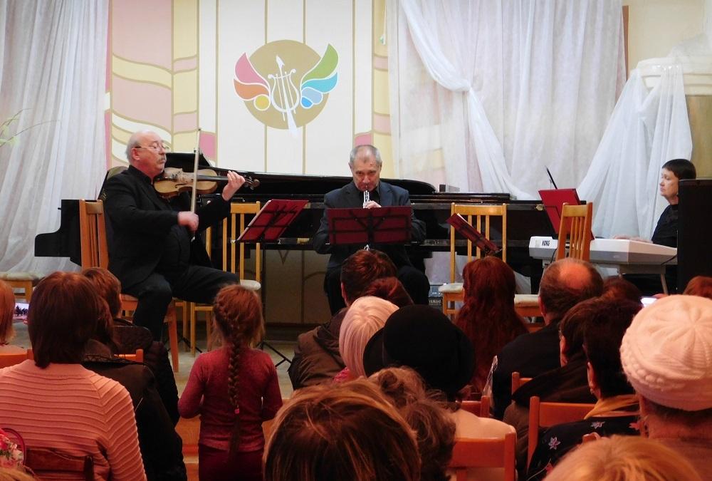 Прихожане Никольского собора Камышина вживую послушали бессмертную музыку Моцарта, Штрауса, Вивальди