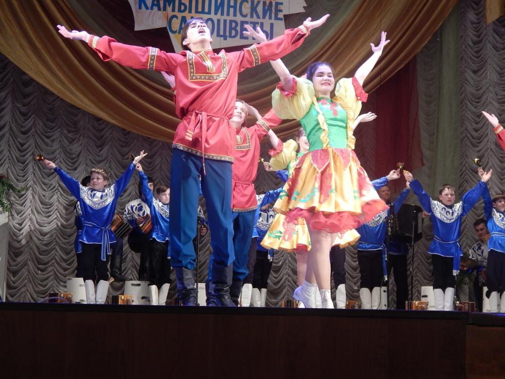 Камышинские россыпи «самоцветов» украсили главную сцену города