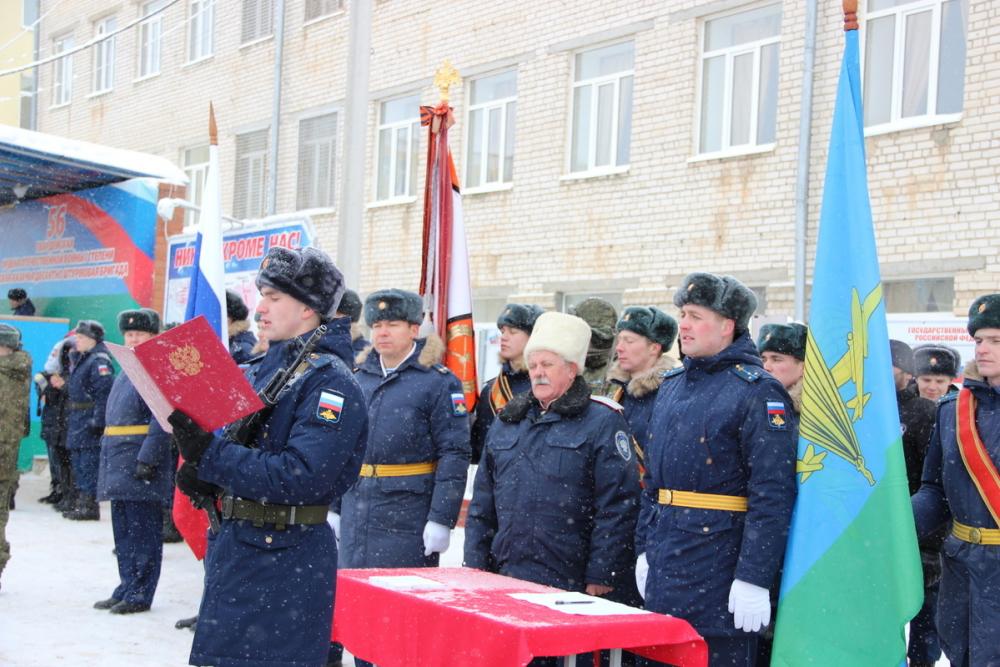 В Камышине в 56-й десантно-штурмовой бригаде новобранцы приняли присягу в легендарный день 2 февраля