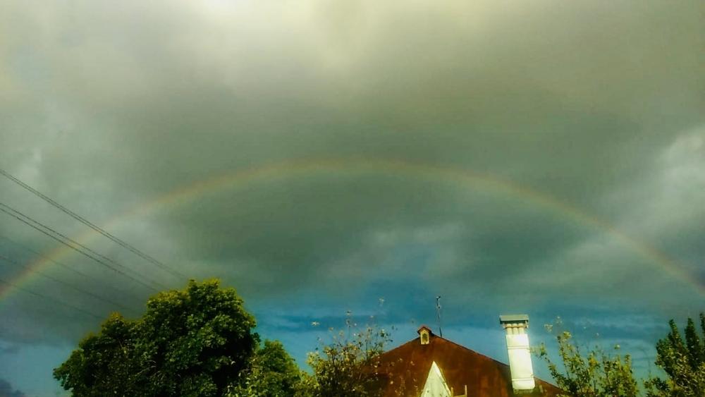 Редкую яркую круговую радугу поймали в кадр жители села Терновка в Камышинском районе