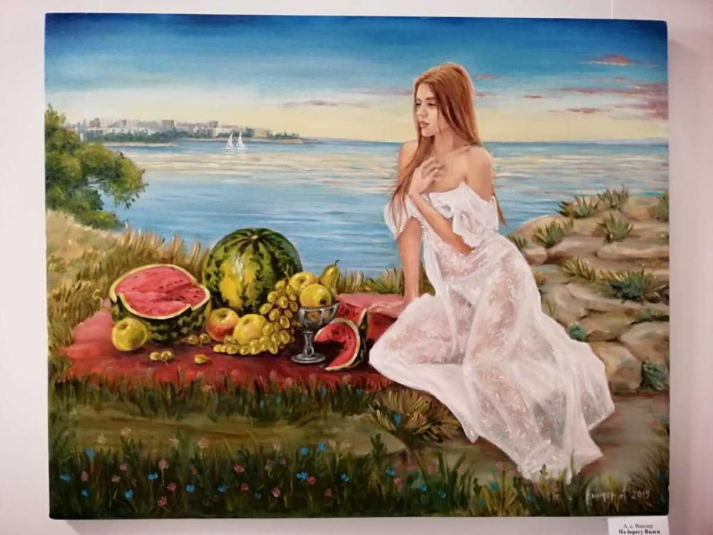 Победителем конкурса живописи стали полосатая ягода и полуобнаженная красавица молодой камышинской художницы Анастасии Виндер