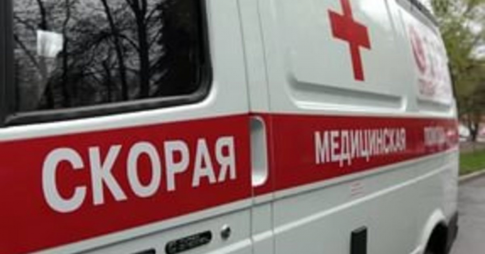 В Камышине на улице Базарова молодой водитель «десятки» врезался в столб