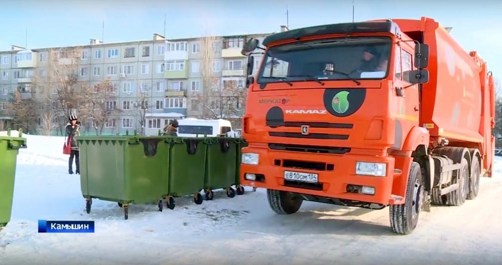 Новый «мусорный» оператор в спешке закупает контейнеры и мусоровозы