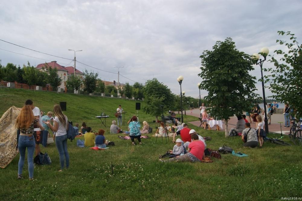 «Планета молодых» зовет камышан посидеть на зеленой траве, пообщаться, послушать авторскую музыку