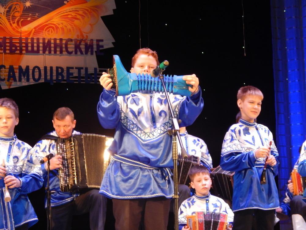 Букетом самобытных талантов предстал перед камышанами фестиваль народной музыки «Камышинские самоцветы»