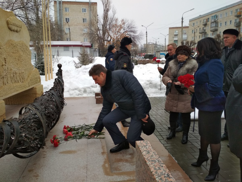 Пользователи в соцсетях грустят о том, что глава Камышина не может запомнить имя Героя России - нашего земляка