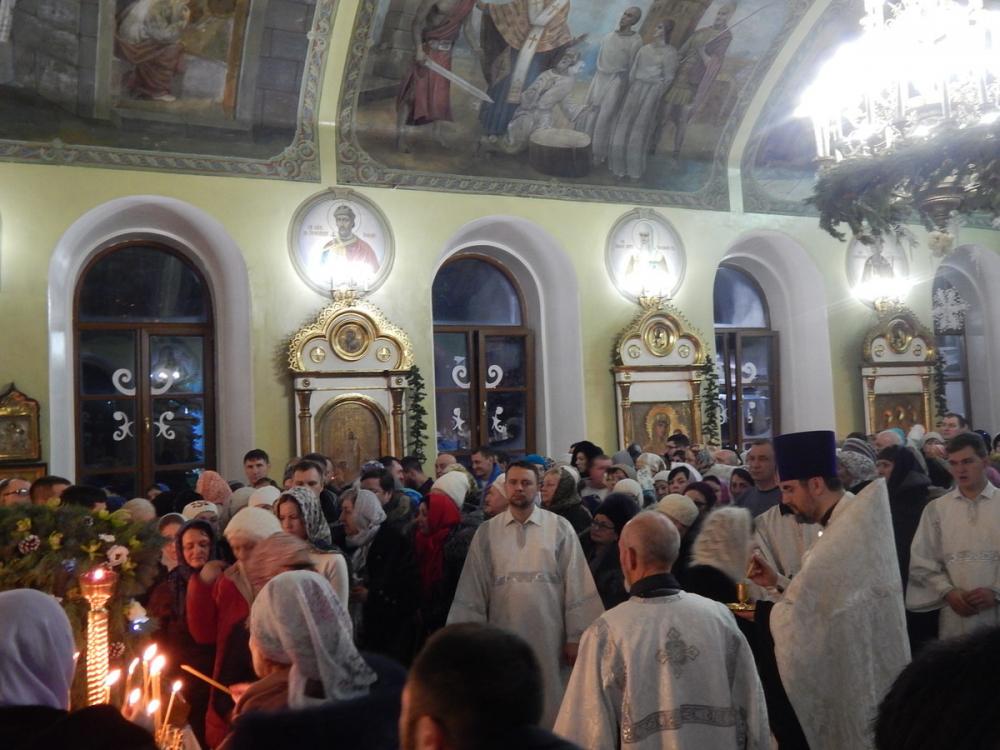 В Никольском кафедральном соборе Камышина идет Рождественское богослужение