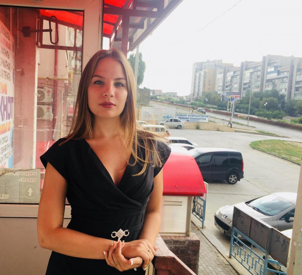 В Камышине ТИК приняла документы у первого независимого соискателя депутатского мандата - предпринимателя Анастасии Поляковой