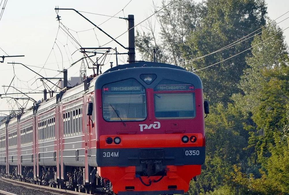 При маневрировании поезда в городе Петров Вал Камышинского района погиб мужчина