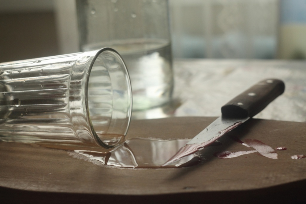 В Камышине мужчина в пьяном угаре пытался прирезать своего соседа