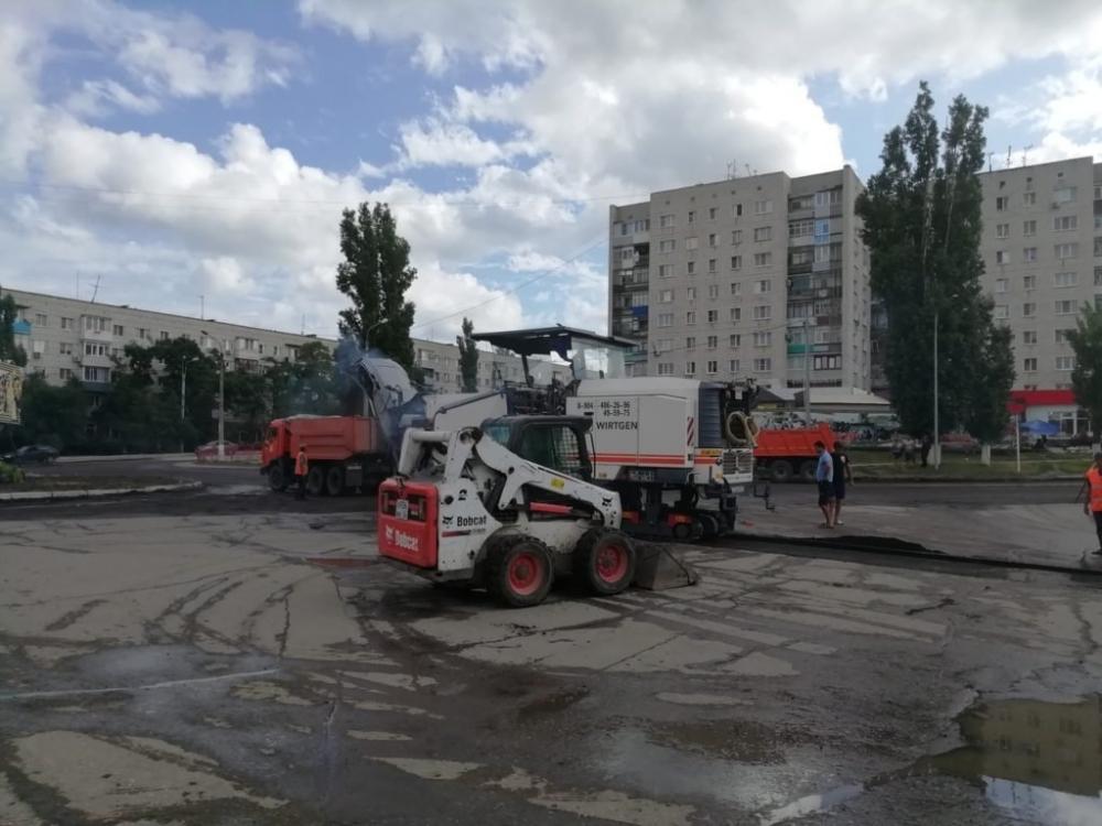 Администрация Камышина «загнала» супертехнику на ремонт кольца на улице Волгоградской