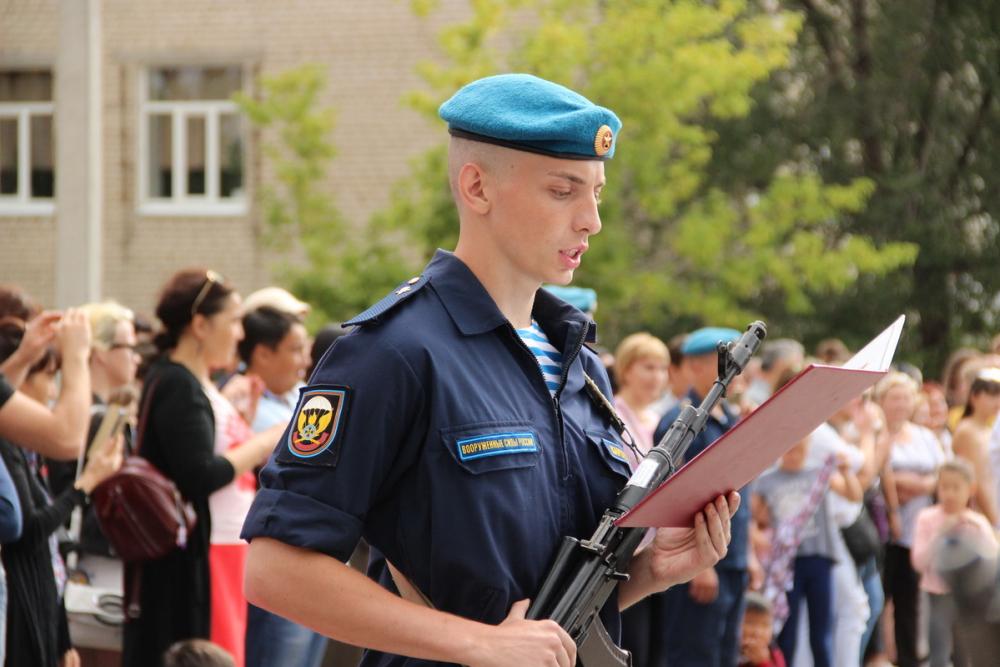 В Камышине новобранцы 56-й ДШБР присягнули на верность Отечеству и получили особый отличительный знак «Гвардия»