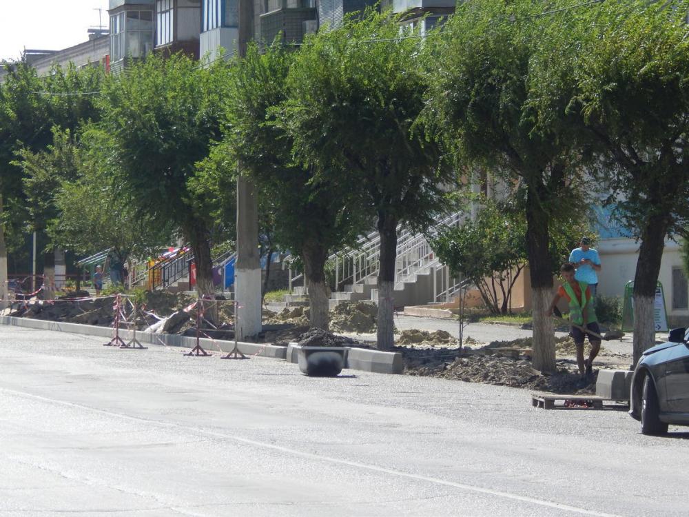 Что за «бомбежка» на улице Ленина в Камышине? Современная городская среда!