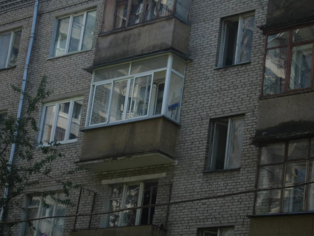 Камышинские спасатели «подобрали» молодую женщину, подшофе шагнувшую вниз с балкона