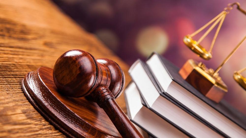 В Камышине фигурант уголовного дела - завхоз муниципального детсада №6 нажился на двух сторожах на 24 тысячи рублей