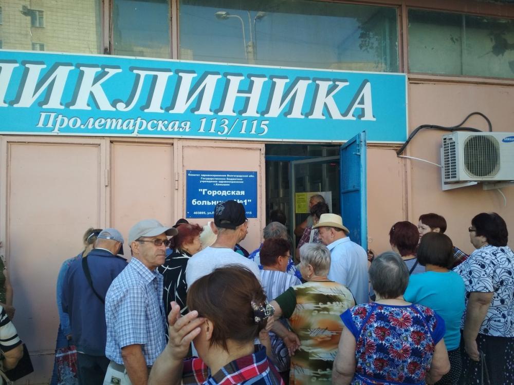 Очередь за талонами к терапевтам в камышинской поликлинике №1 сократилась с двух недель до десяти дней