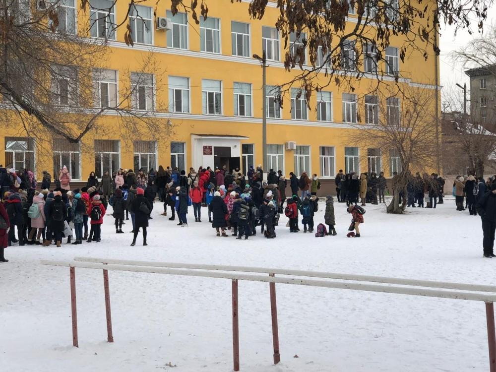 Новая массовая эвакуация в 17-ти школах, - «Блокнот Волгограда»