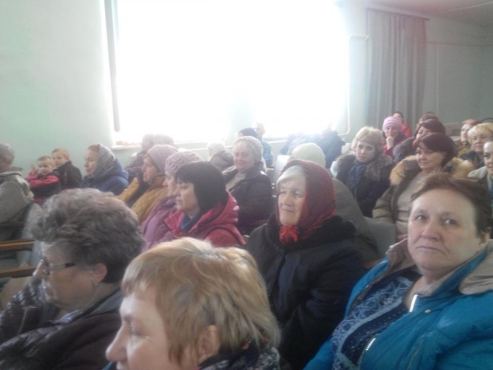 Загадка современности: держатели земельных паев в Семеновке Камышинского района  одновременно молят найти им инвестора и гонят его