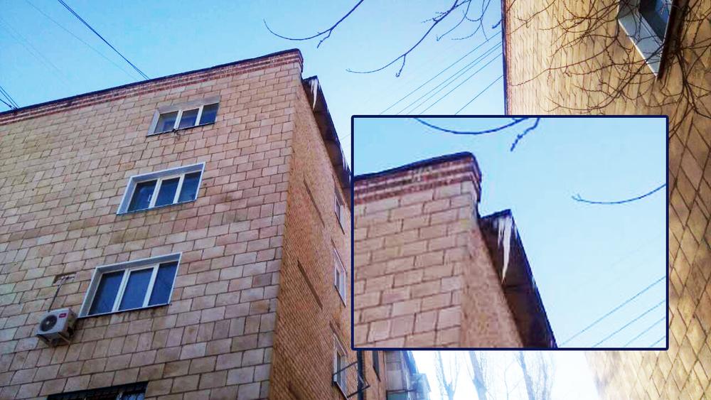 Пугающая сосулька длиной в треть этажа нависла на многоэтажке, в которой прописан Дворец бракосочетаний Камышина