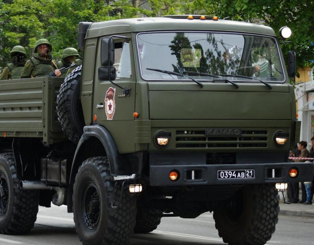В Камышине директор авторемонтного предприятия «подкалымил» на шинах для военных машин десантниов