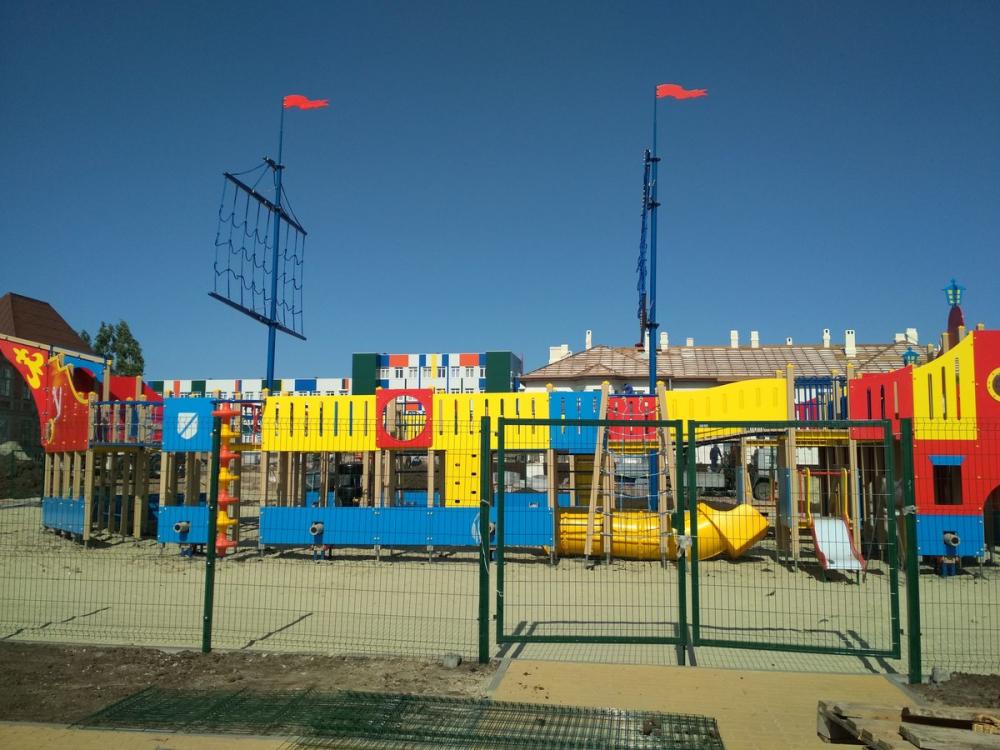 Детский игровой городок «Фрегат» у центральной набережной Камышина временно закрыли в связи с продолжением строительных работ