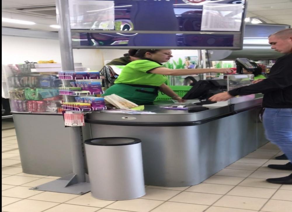 В Камышине крупный сетевой магазин «Радеж» в бухте отказался принимать у покупателя 5-тысячную купюру под непонятным предлогом (ВИДЕО)