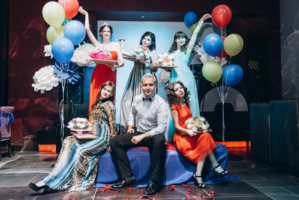 Смотрим самые яркие фрагменты шоу «Мисс Уникальность -2018», учрежденного порталом «Блокнот Камышина»