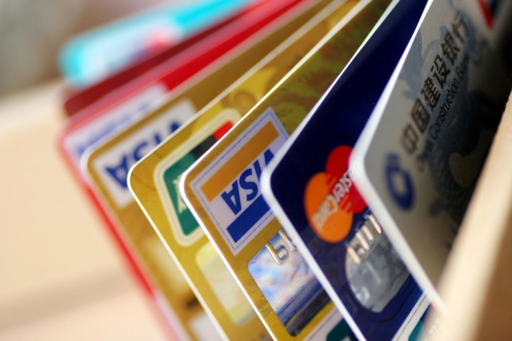 Мошенники в Камышине не «мелочатся» и уводят за один раз десятки тысяч рублей с карт растерянных горожан