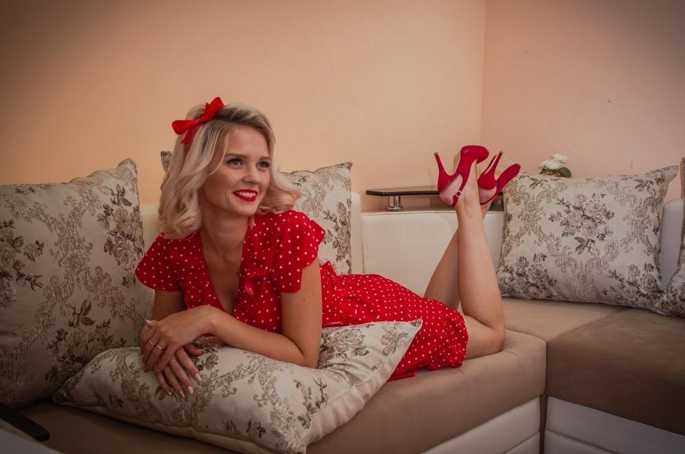 «Нашему городу 90 лет» - Елизавета Стебловская в интеллектуальном этапе конкурса «Мисс Блокнот» - Камышин»