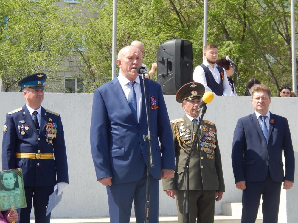 Глава Камышина, баллотирующийся в местную думу по спискам «Единой России», не рискнул стать «паровозом» для однопартийцев