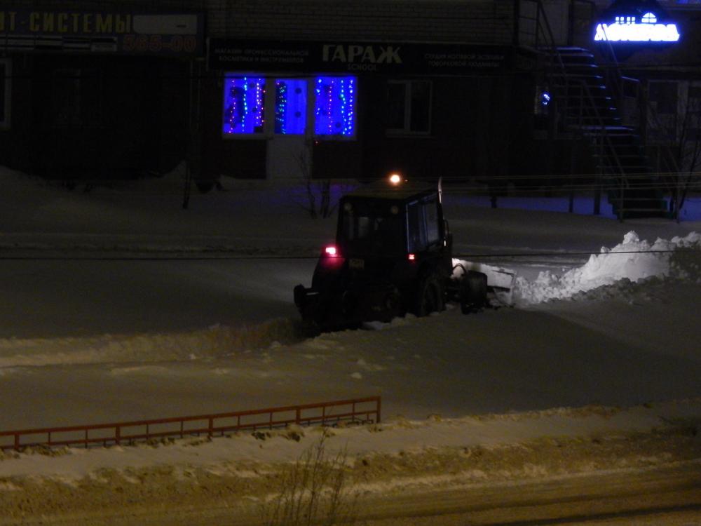 В Камышине службы благоустройства справились с последствиями снегопада на центральных улицах и приступили к тротуарам