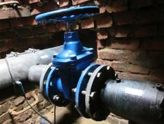 В Камышине «КамышинТеплоЭнерго» отключит отопление в  двух многоэтажках и детсаду, а «Водоканал» - холодную воду в шести домах