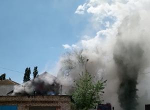 На улице Советской в Камышине сгорел сарай-гараж