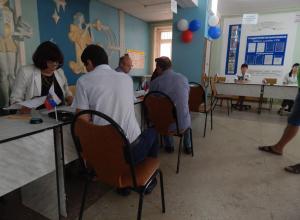 В Камышине репортеру «Блокнота Камышина» председатель ТИК Сергей Анихреев лично запретил съемку на избирательном участке