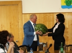 Камышане выкатили депутату Госдумы Анне Кувычко не один арбуз