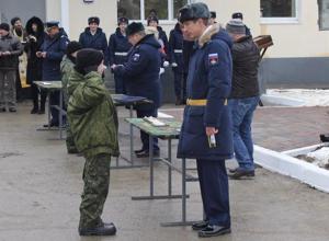 В Камышинском соединении ВДВ кадетам из Волжского Волгоградской области вручили новые погоны