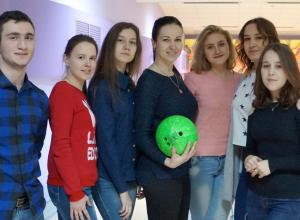 Студентов Камышинского технологического института поощрили за хорошую учебу отдыхом в боулинг-клубе