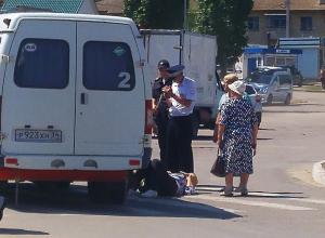 В Камышине на улице Пролетарской «Газель» сбила женщину, пострадавшую увезла «скорая»