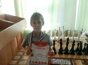 В Камышине инициативная группа ищет спонсоров для поездки 8-летнего чемпиона по шахматам на турнир ЮФО