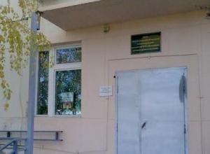 Руководство Волгоградского онкодиспансера рапортует об электронной очереди, а в Камышинском филиале пациенты умирают в очередях за талонами