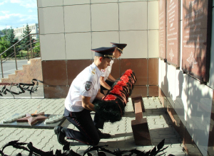 Камышинские полицейские почтили память боевых товарищей, погибших на службе