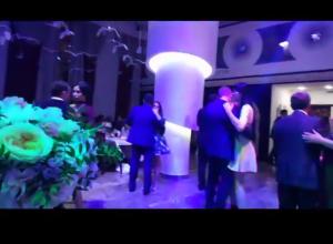 Свадьба дочери мэра Камышина Станислава Зинченко прошла в ресторане-баре «Русский» рядом с ДК «Текстильщик» на высшем уровне