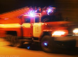 В селе Лебяжьем Камышинского района горел старый автобус-бытовка, а в Камышине - линия электропередач