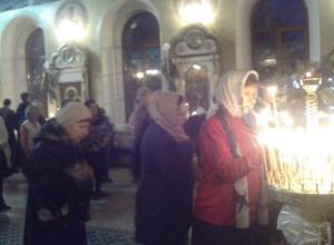 Рождественский сочельник губернатор Андрей Бочаров встретил в храме, в Камышине праздничная церковная служба прошла торжественно, но без vip-персон